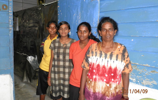 The plantation women with familiy (Foto: Empower)