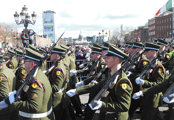 Irish Defence Forces marching along O'Connell Bridge in Dublin for the Rising's 100th anniversary commemoration, 27 March 2016 (photo: © Mark McCarthy)